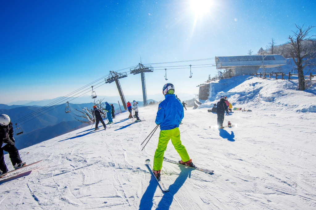 Priority Health_Personal Wellness_Winter Activities_Beat the Winter Blues_Skiing