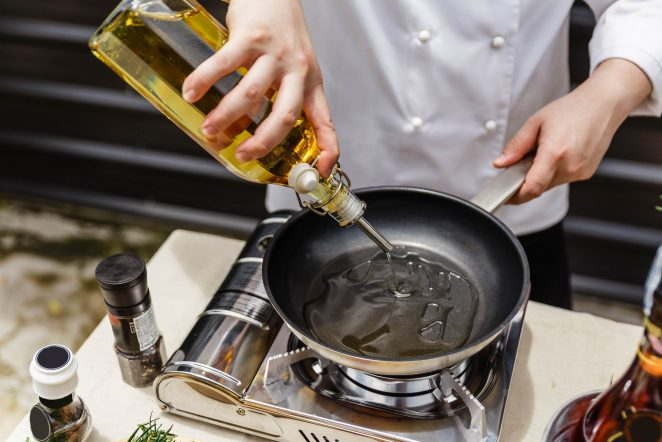 Healthy Cooking Oils: Looking at the Nutrition of 6 Popular Oils